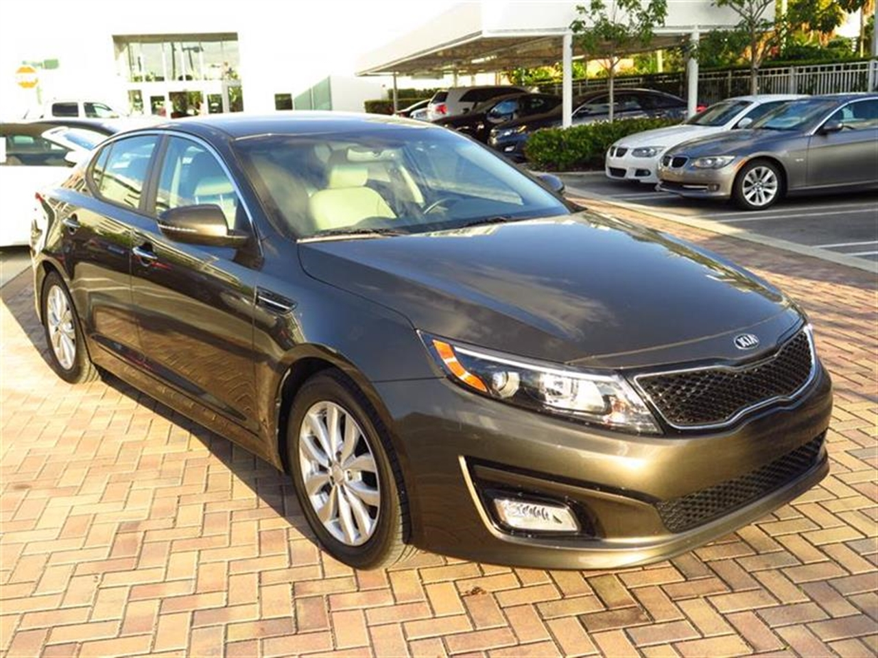 2014 KIA OPTIMA 4dr Sdn EX 10420 miles 2 12V DC Power Outlets 2 Seatback Storage Pockets 4-Way
