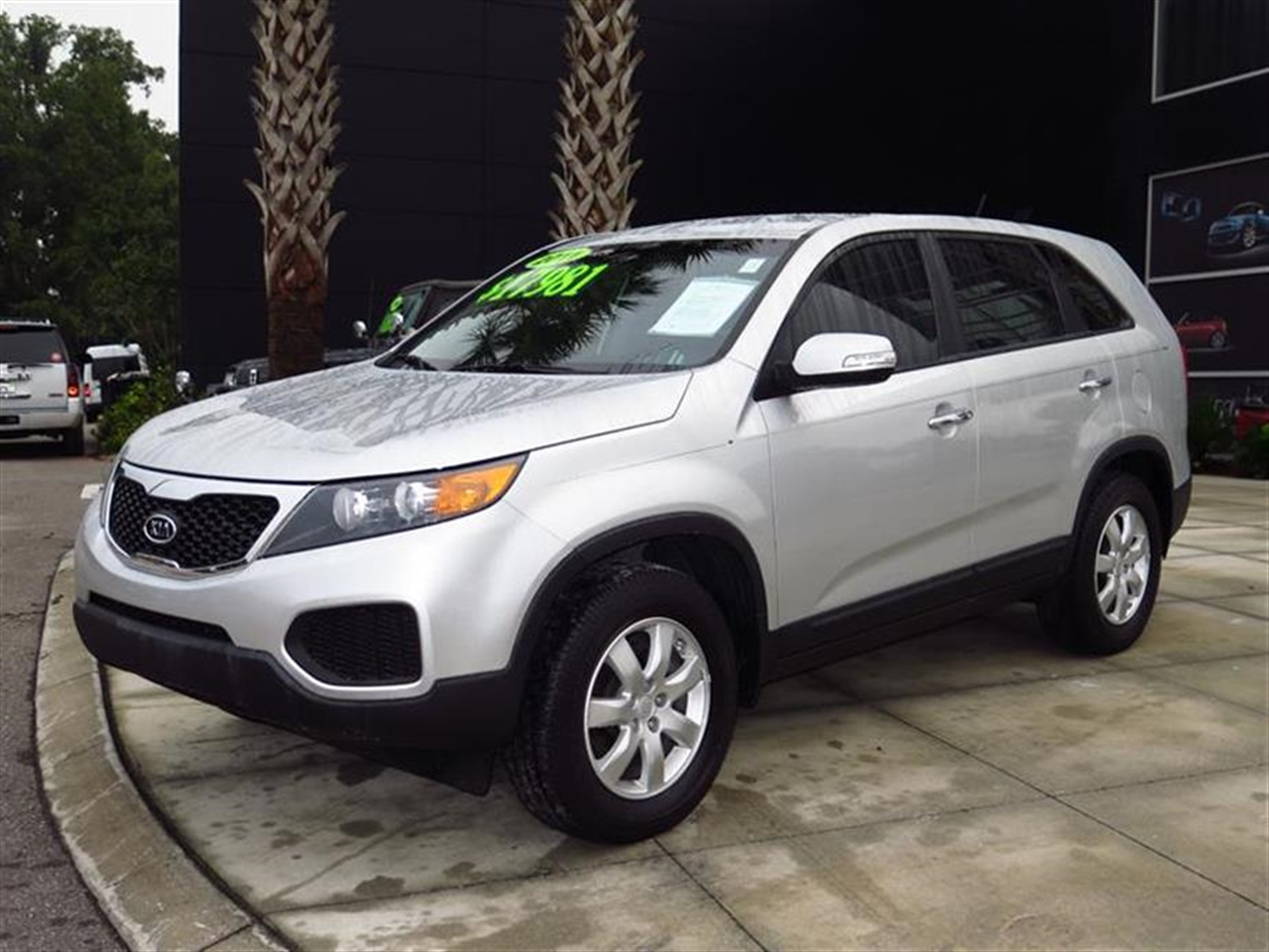 2011 KIA SORENTO 2WD 4dr I4 LX 49623 miles Air conditioning Dual illuminated visor vanity mirrors
