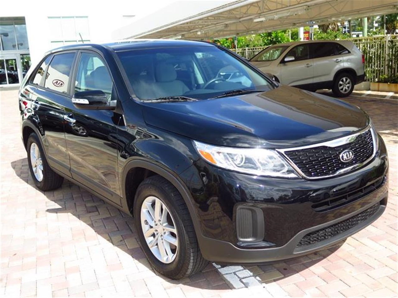 2014 KIA SORENTO LX 2WD 4dr I4 LX 13657 miles 2 Seatback Storage Pockets 3 12V DC Power Outlets