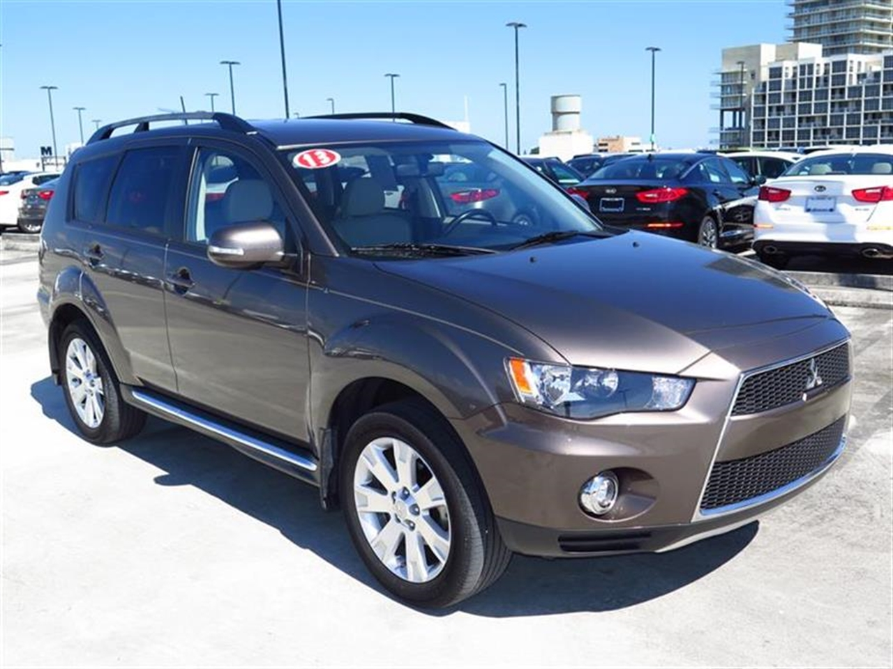 2013 Mitsubishi OUTL 2WD 4dr SE 22145 miles 3 12-volt accessory outlets 4 cargo area tie-down