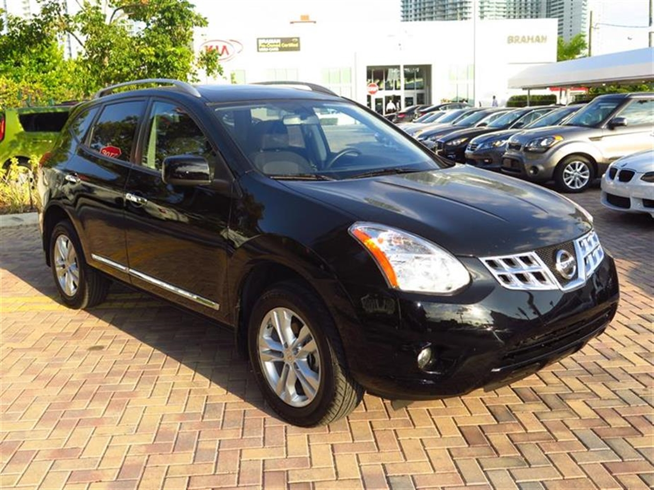 2013 NISSAN ROGUE FWD 4dr SV 28228 miles 2 12-volt pwr outlets 4 cargo area tie-down hooks 6