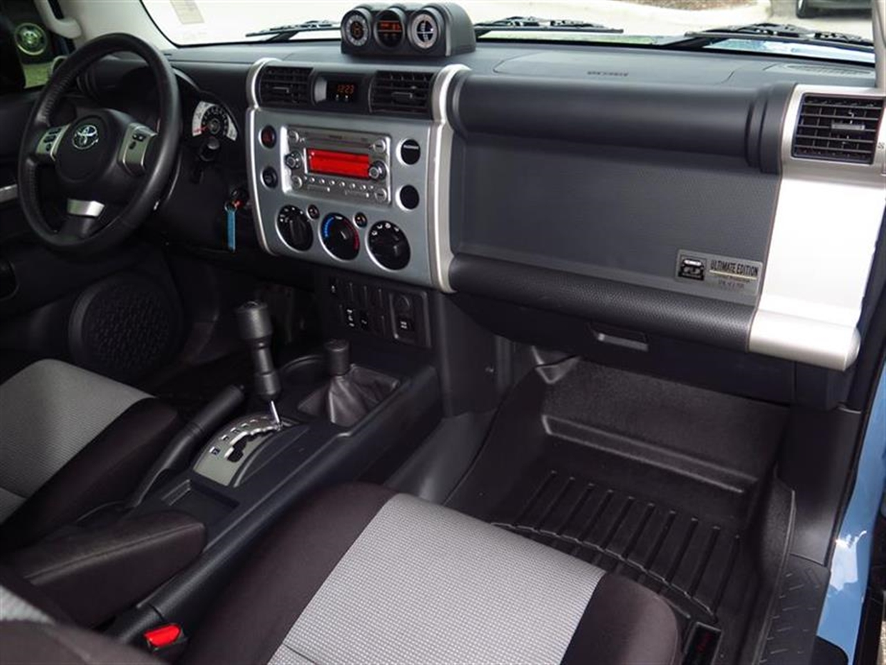 2014 TOYOTA FJ CRUISER 4WD 4dr Auto 40347 miles 1 12V DC Power Outlet 5 Person Seating Capacity