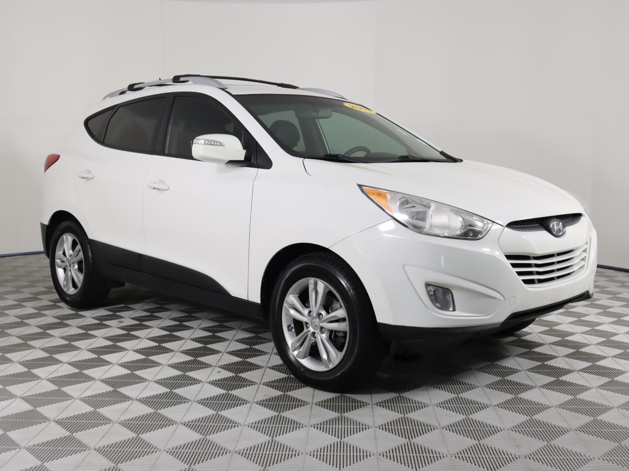 2013 HYUNDAI TUCSON FWD 4dr Auto GLS 33839 miles 2 front 12V pwr outlet 4 assist grips 6