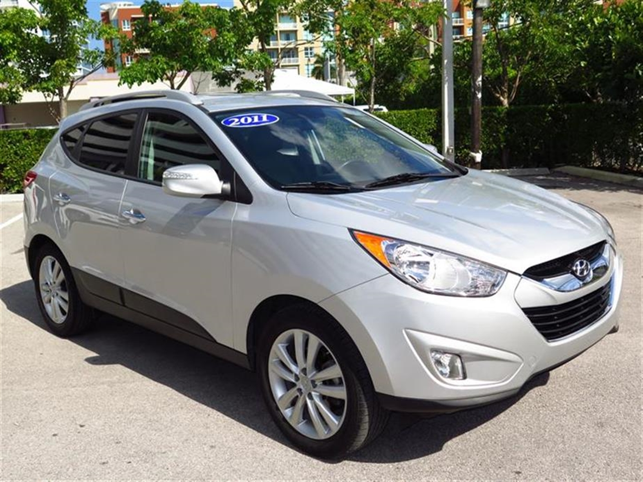2011 HYUNDAI TUCSON AWD 4dr Auto GLS Ltd Avail 22130 miles 2 front 12V pwr outlet 4 assist