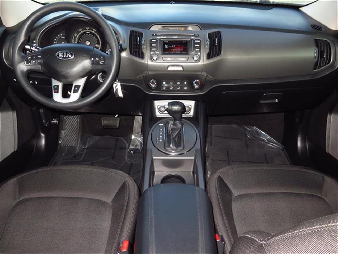 2013 KIA SPORTAGE 2WD 4dr LX 19612 miles 12V pwr outlet 6040 split-folding rear seat warmrest