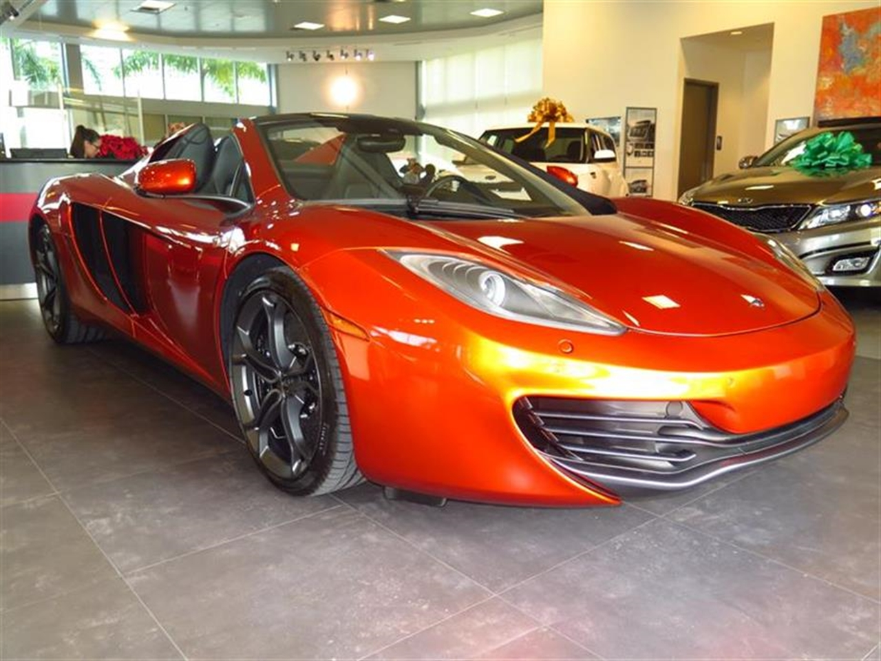 2014 MCLAREN MP4-12C 2dr Conv Spider 395 miles 2 12V DC Power Outlets 2 Person Seating Capacity