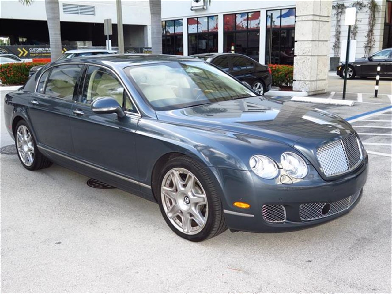 2012 BENTLEY CONTINENTAL FLYING SPUR 4dr Sdn 255 miles 4-spoke monotone leather trimmed steering w