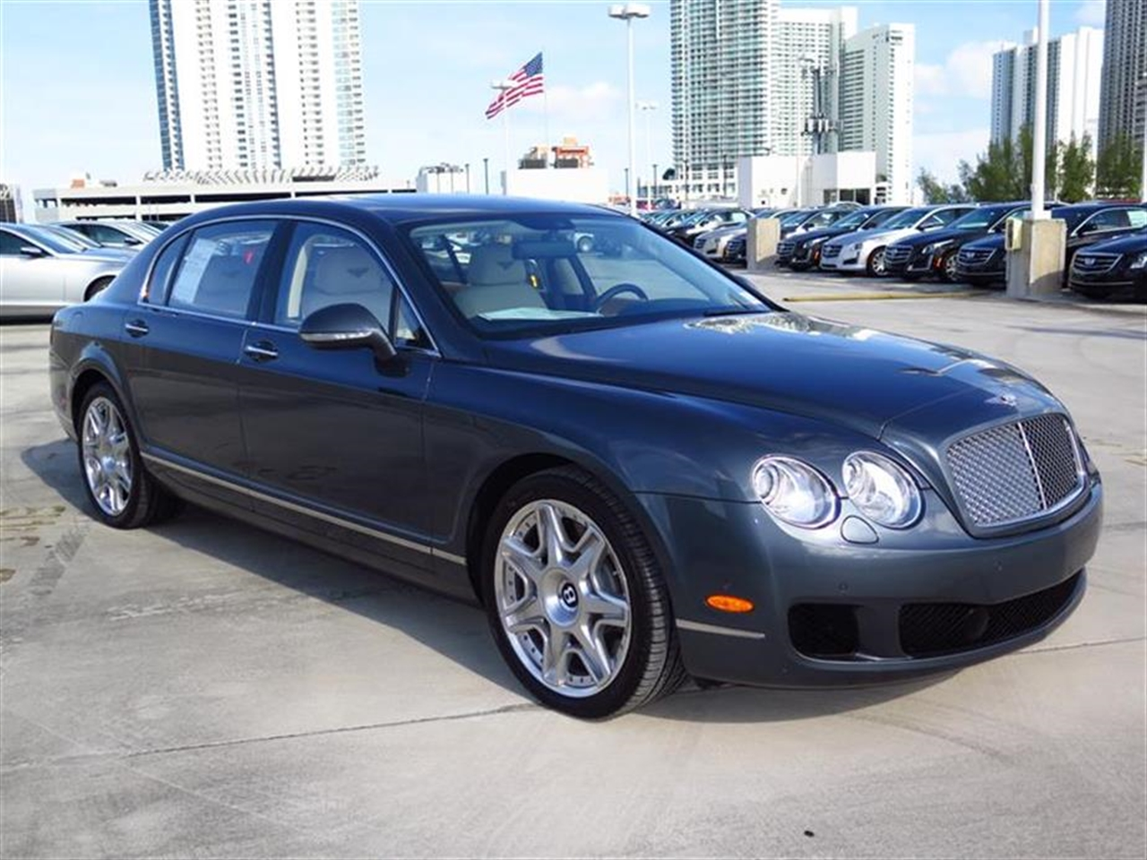 2013 BENTLEY CONTINENTAL FLYING SPUR 4dr Sdn 172 miles 4-spoke monotone leather trimmed steering w