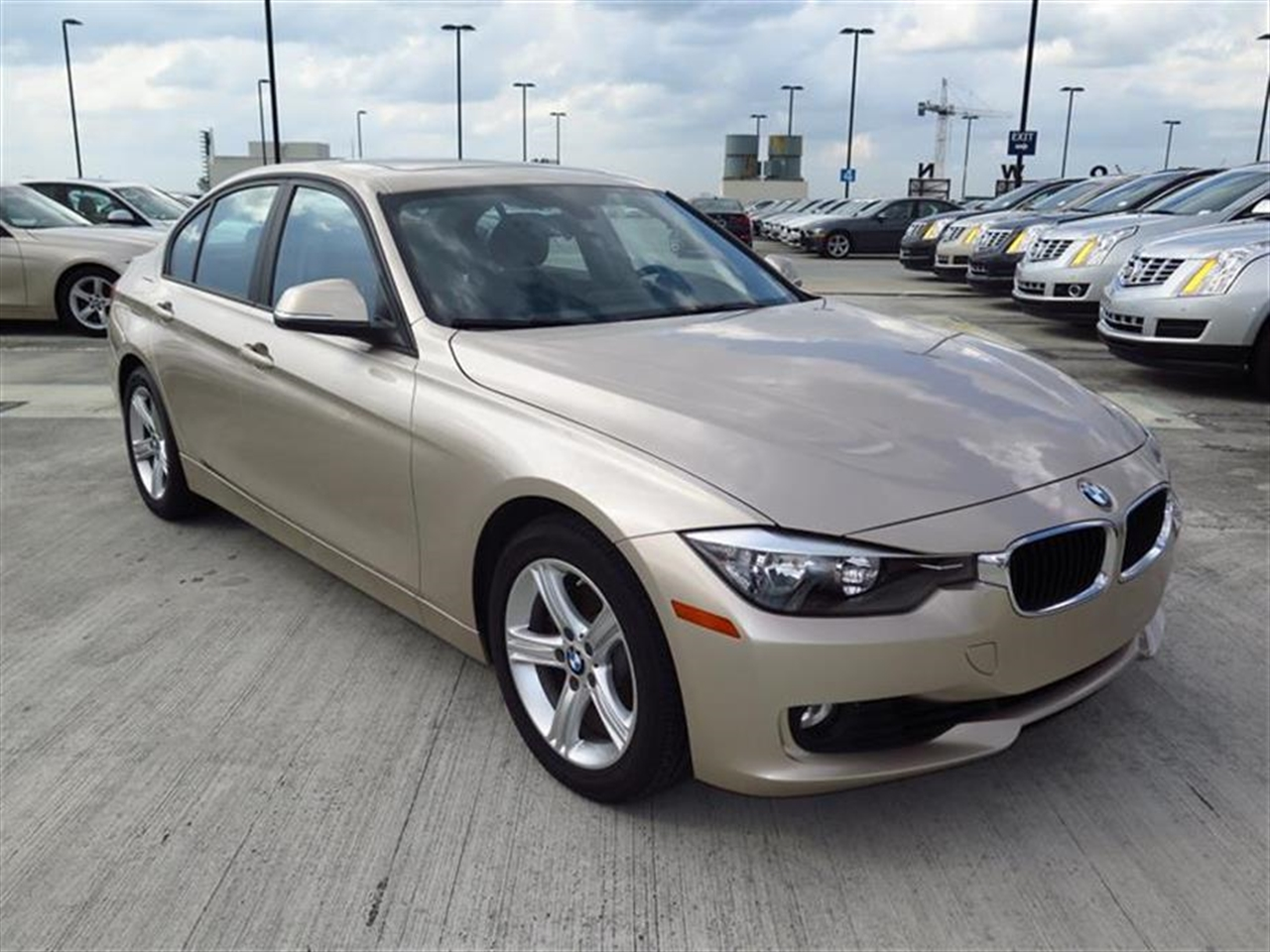 2013 BMW 3 SERIES 4dr Sdn 328i RWD 18452 miles 2-way headrests with active head restraints 3-spo