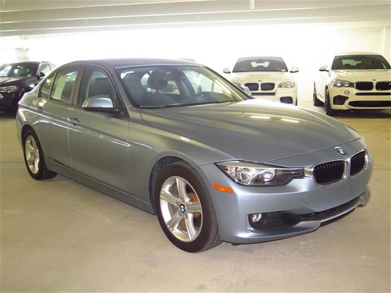 2013 BMW 3 SERIES 4dr Sdn 328i RWD 17308 miles 2-way headrests with active head restraints 3-spo