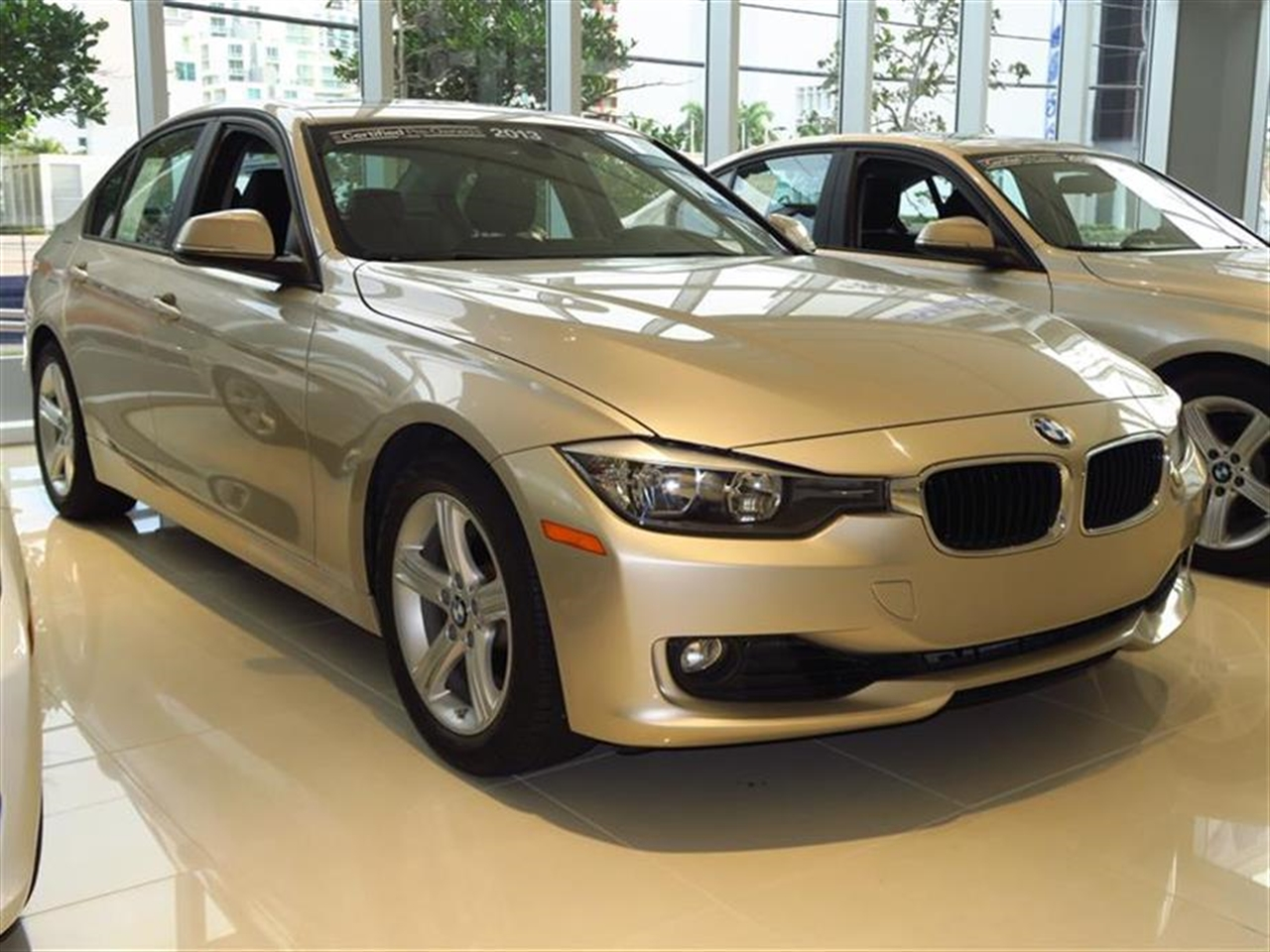 2013 BMW 3 SERIES 4dr Sdn 328i RWD 20985 miles 2-way headrests with active head restraints 3-spo