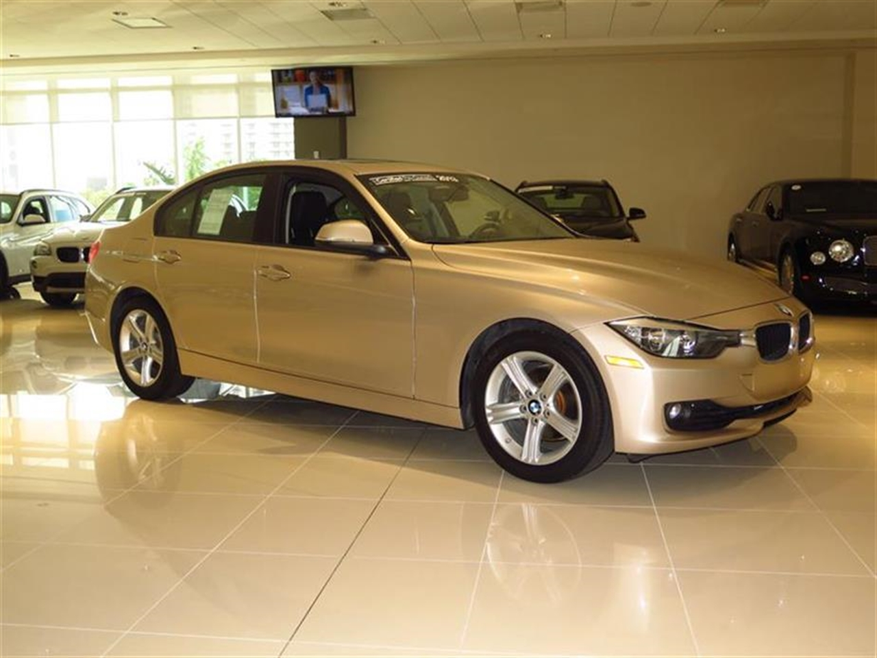 2013 BMW 3 SERIES 4dr Sdn 328i RWD 19684 miles 2-way headrests with active head restraints 3-spo