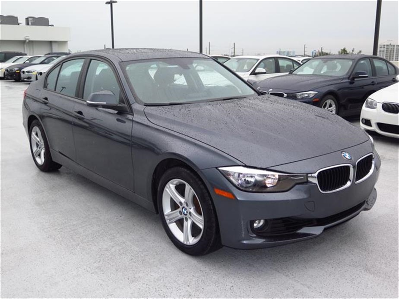 2012 BMW 3 SERIES 4dr Sdn 328i RWD 27592 miles 2-way headrests with active head restraints 3-spo