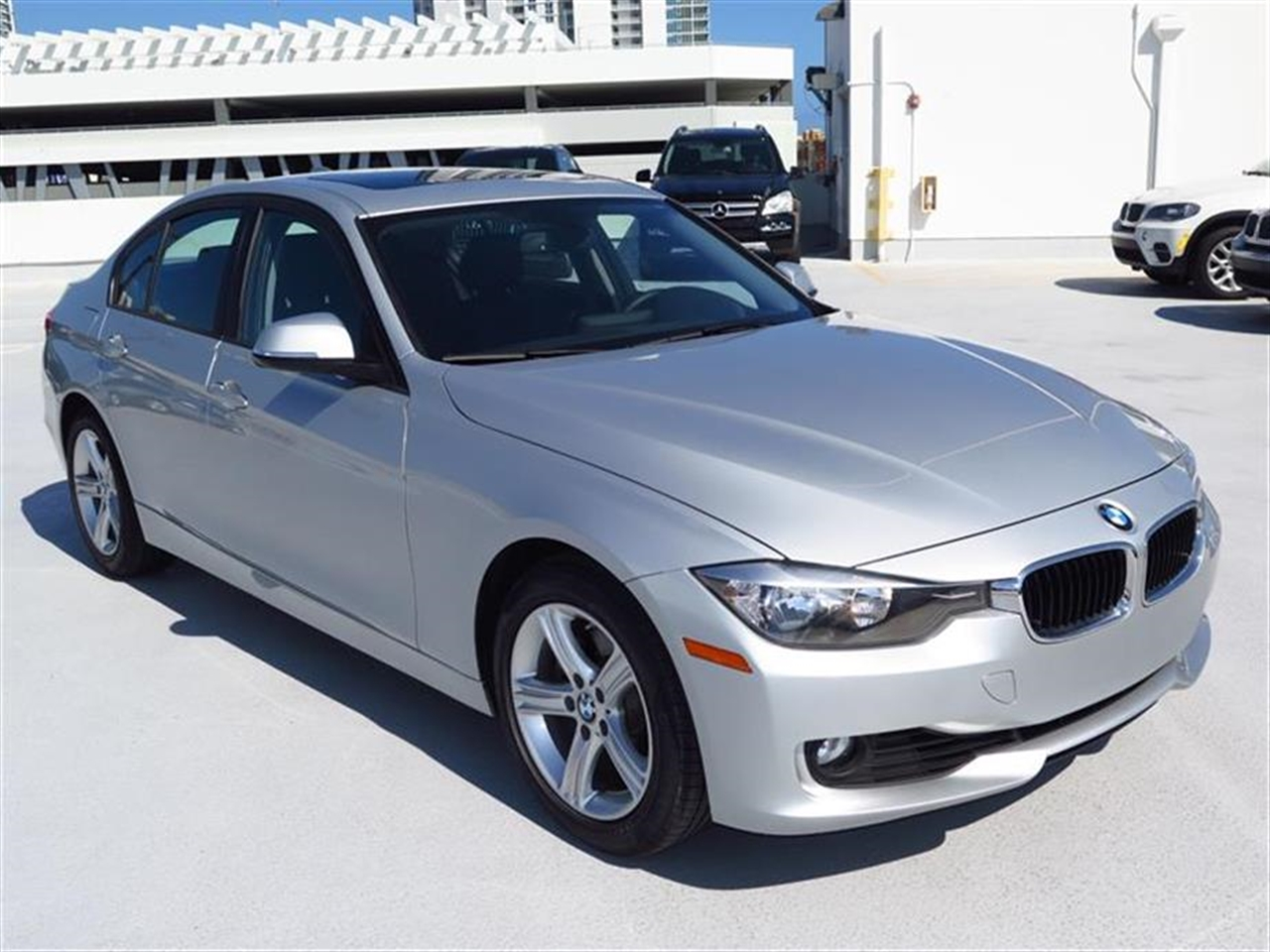 2012 BMW 3 SERIES 4dr Sdn 328i RWD 21407 miles 2-way headrests with active head restraints 3-spo