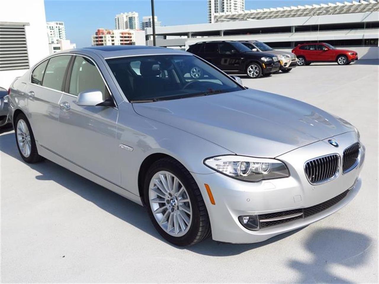 2013 BMW 5 SERIES 4dr Sdn 535i RWD 27913 miles 10-way power-adjustable front bucket seats -inc 4