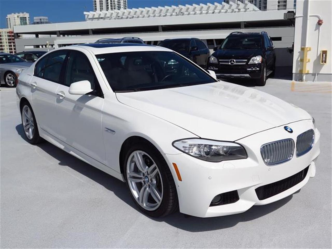 2012 BMW 5 SERIES 4dr Sdn 550i RWD 33951 miles 18-way power-adjustable multi-contour front bucket