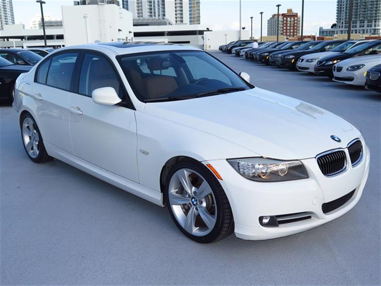 2011 BMW 3 SERIES 4dr Sdn 335i RWD 29782 miles 3-spoke leather-wrapped multi-function steering whe