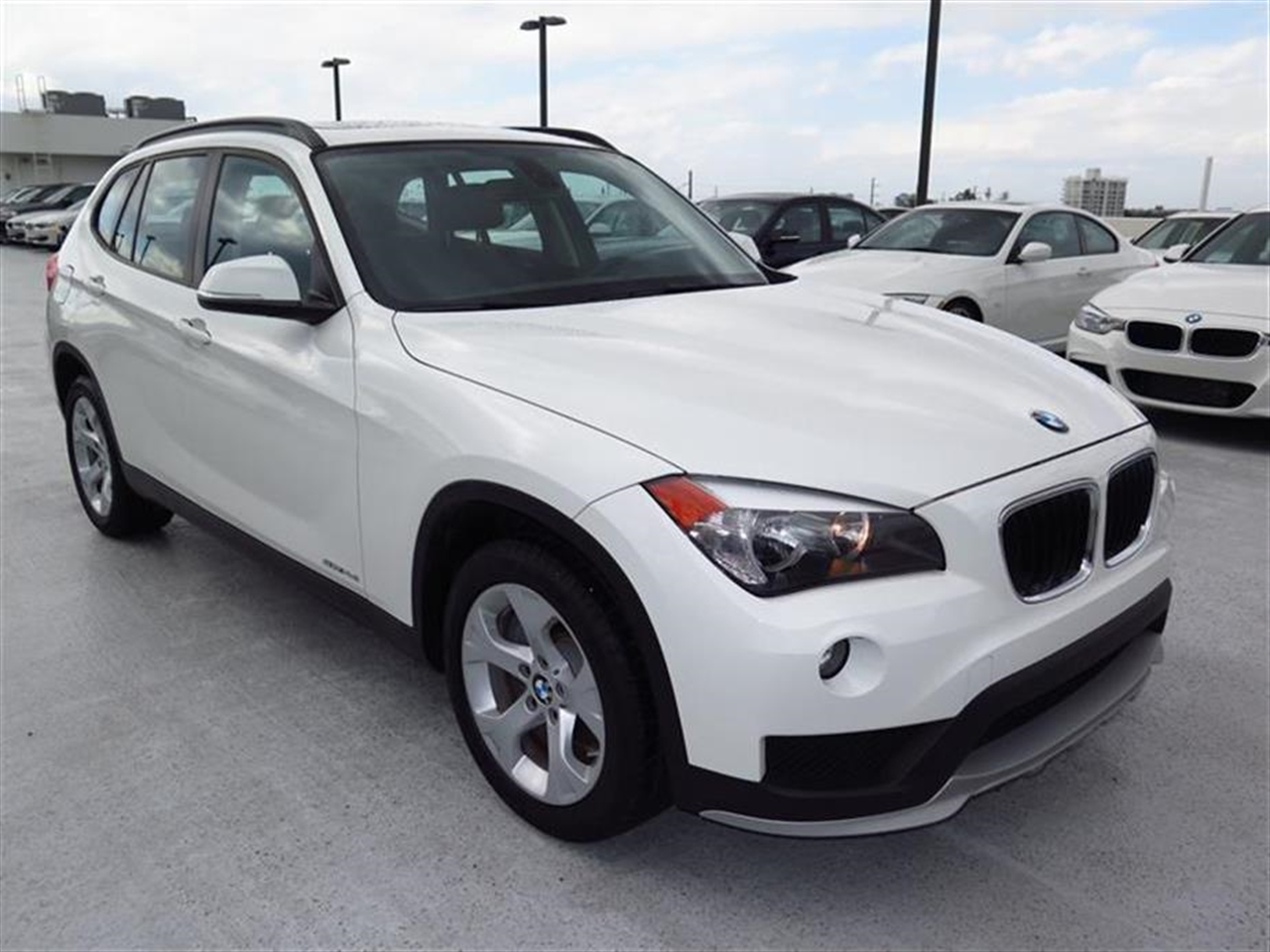 2015 BMW X1 RWD 4dr sDrive28i 11541 miles VIN WBAVM1C50FVW57414