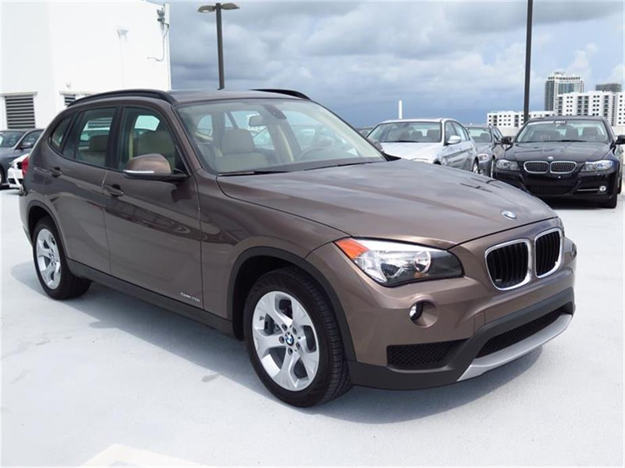 2014 BMW X1 RWD 4dr sDrive28i 1392 miles 2 Seatback Storage Pockets 3 12V DC Power Outlets LEATH
