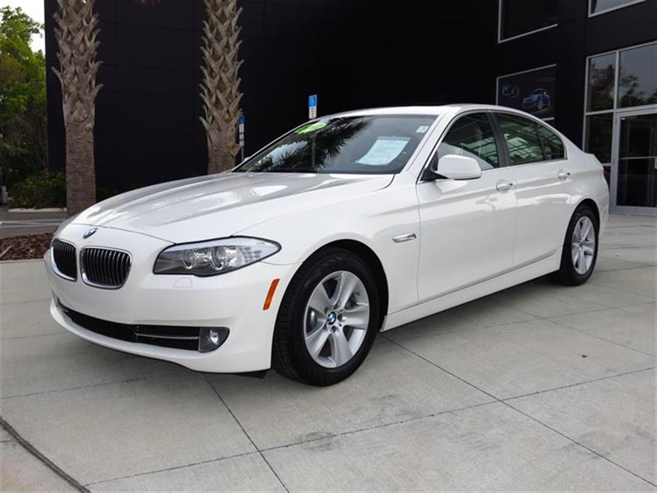 2012 BMW 5 SERIES 4dr Sdn 528i RWD 24957 miles 10-way power-adjustable front bucket seats -inc 4-
