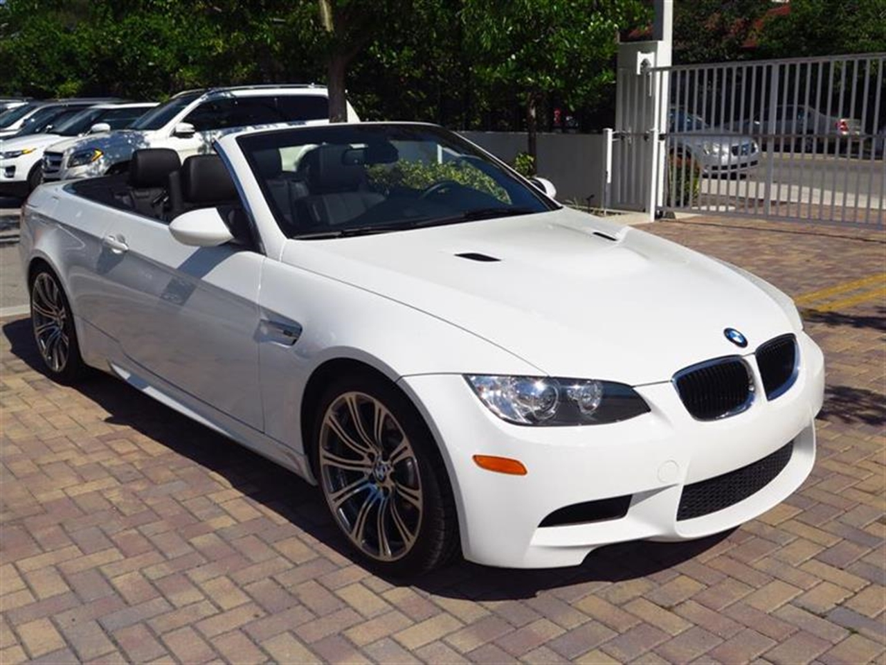2013 BMW M3 2dr Conv 13674 miles 3-spoke leather-wrapped multi-function M sport steering wheel w
