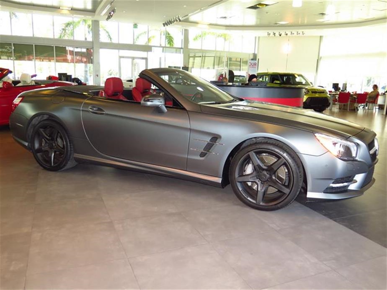 2014 Mercedes SL-CLASS 2dr Roadster SL550 5583 miles 14-Way Power Driver Seat -inc Power Recline