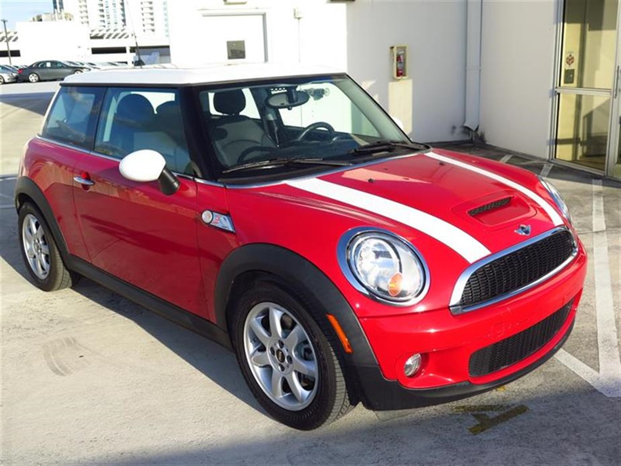2009 MINI COOPER HARDTOP 2dr Cpe S 36102 miles 1 rear cup holder 12V auxiliary pwr outlet in lu