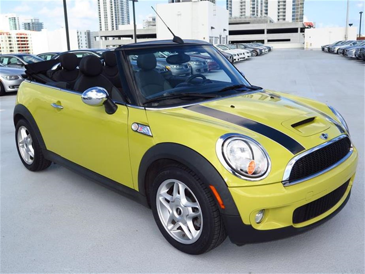 2009 MINI COOPER S 2dr S 38949 miles 2 front1 rear cupholders 12V auxiliary pwr outlet in lu