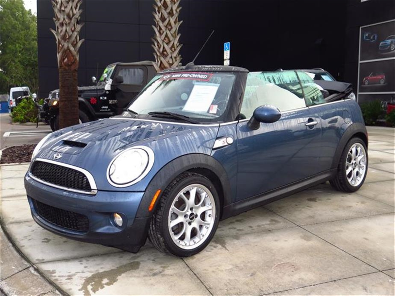 2010 MINI COOPER CONVERTIBLE 2dr S 38546 miles 2 front1 rear cupholders 12V auxiliary pwr ou