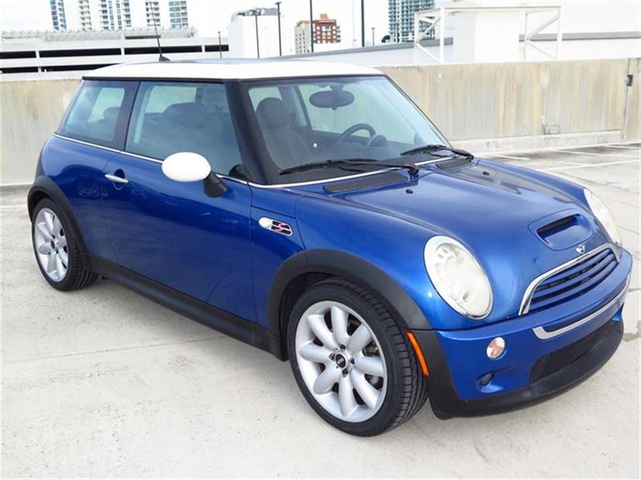 2006 MINI COOPER S 2dr Cpe S 30281 miles 12V auxiliary pwr outlet in luggage compartment 5050 sp