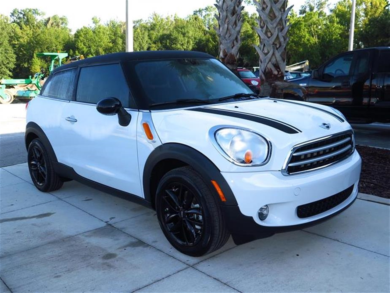 2015 MINI COOPER PACEMAN FWD 2dr 0 miles 2 Seatback Storage Pockets 3 12V DC Power Outlets 4 Per