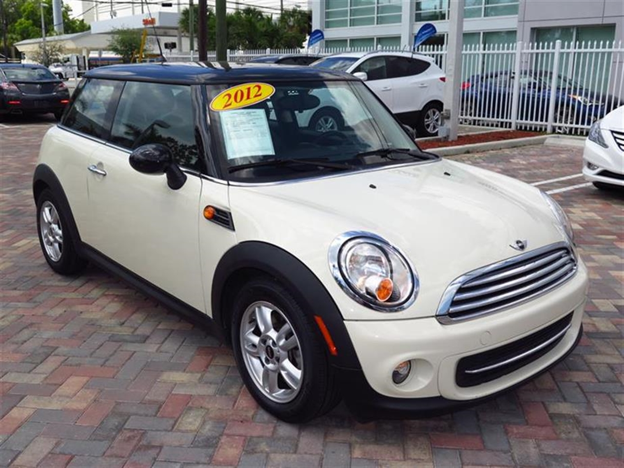 2012 MINI COOPER 2dr Cpe 28970 miles 1 rear cup holder 12V auxiliary pwr outlet in cockpit  l