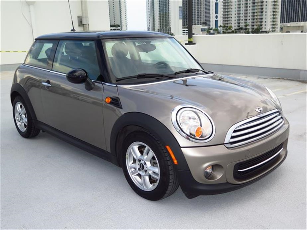 2013 MINI COOPER 2dr Cpe 8116 miles 1 rear cup holder 12V auxiliary pwr outlet in cockpit  lug