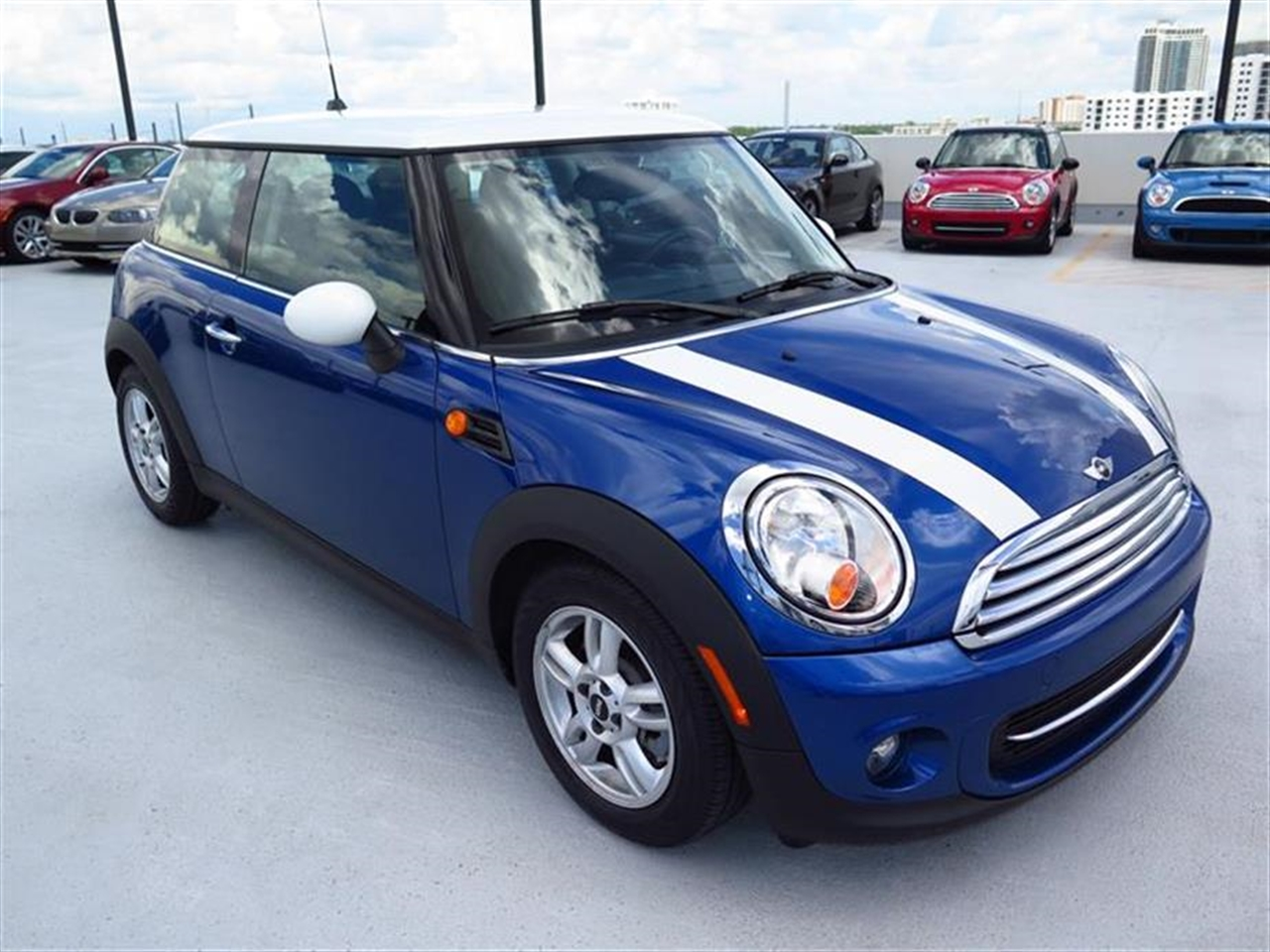2013 MINI COOPER 2dr Cpe 14522 miles 1 rear cup holder 12V auxiliary pwr outlet in cockpit  lu