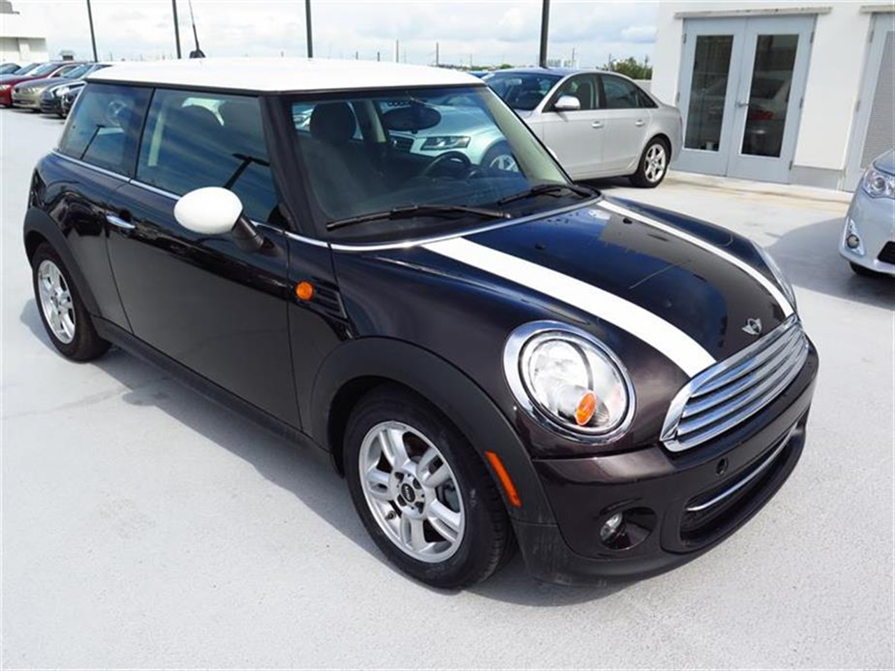 2013 MINI COOPER 2dr Cpe 13836 miles 1 rear cup holder 12V auxiliary pwr outlet in cockpit  lu