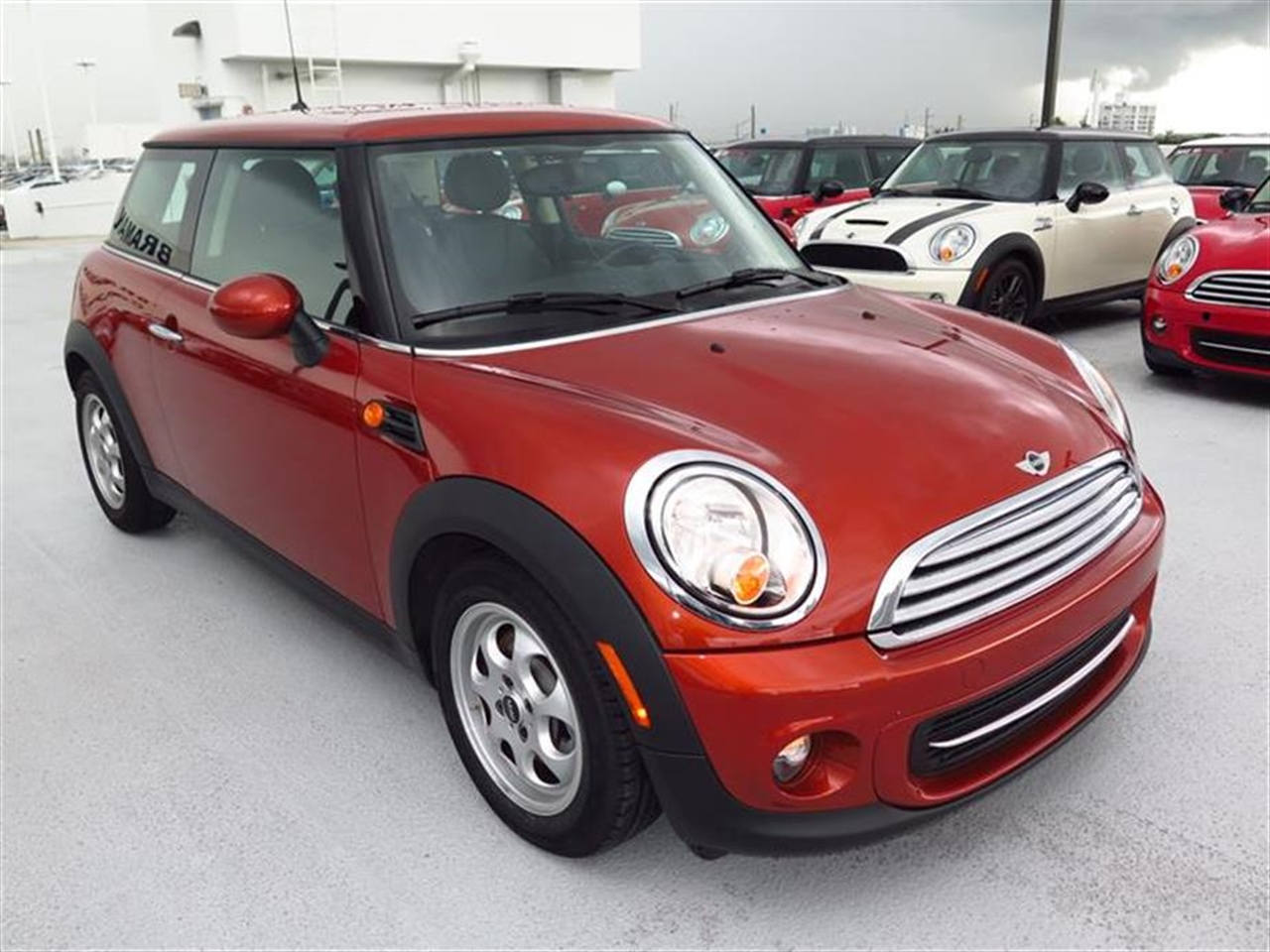 2013 MINI COOPER 2dr Cpe 15724 miles 1 rear cup holder 12V auxiliary pwr outlet in cockpit  lu