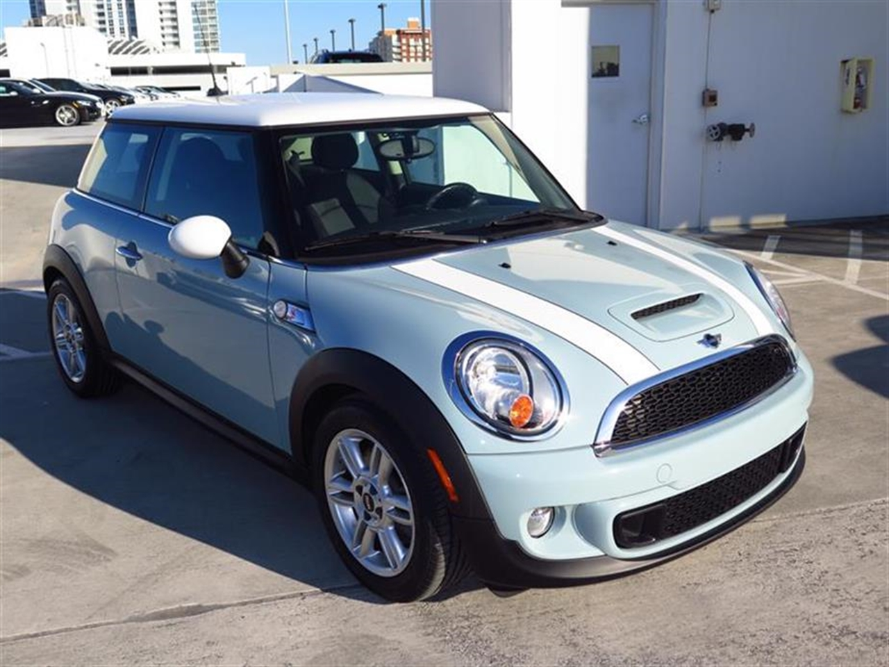 2011 MINI COOPER S 2dr Cpe S 28360 miles 1 rear cup holder 12V auxiliary pwr outlet in cockpit