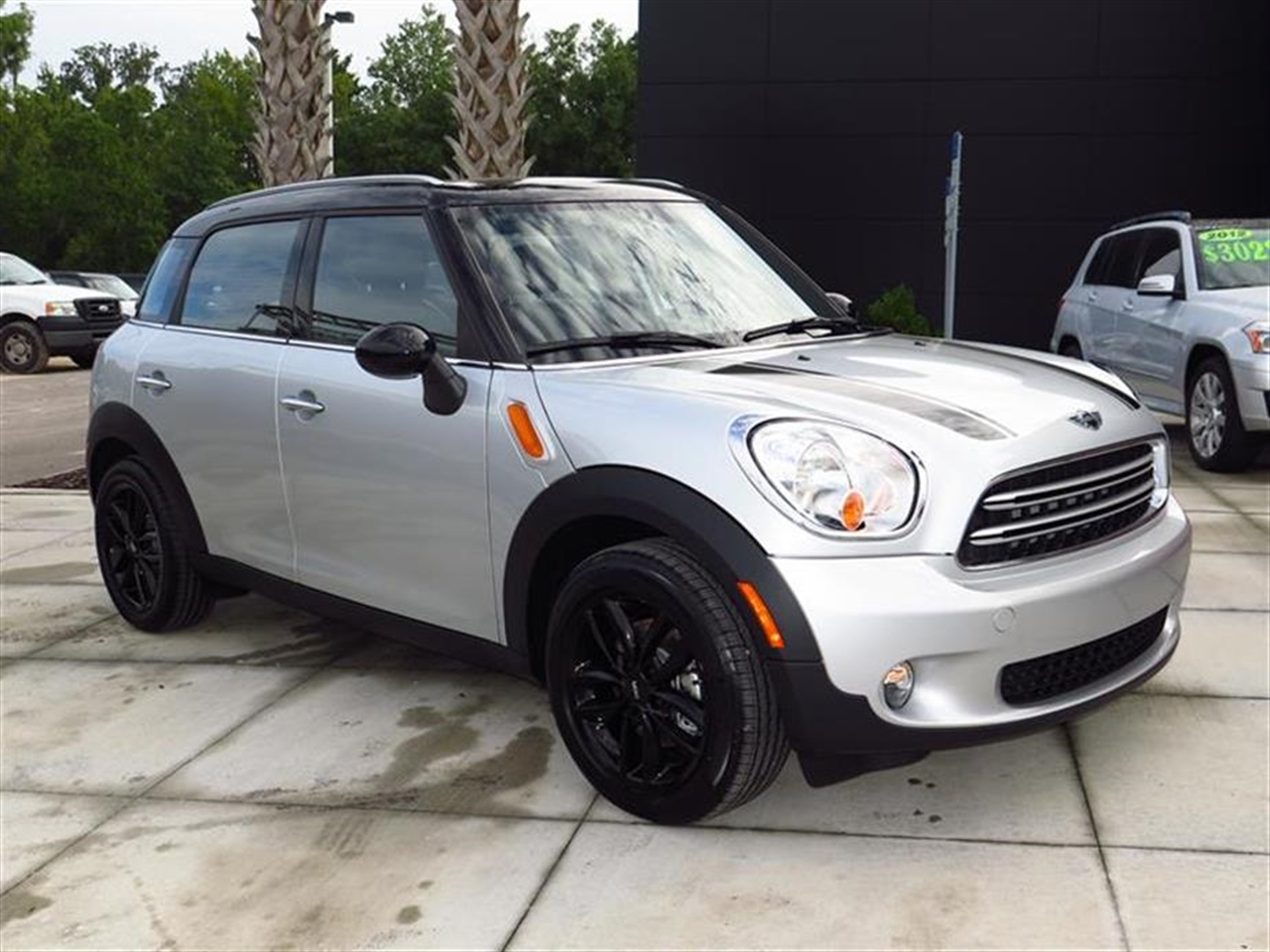 2015 MINI COOPER COUNTRYMAN FWD 4dr 0 miles 2 Seatback Storage Pockets 3 12V DC Power Outlets LE