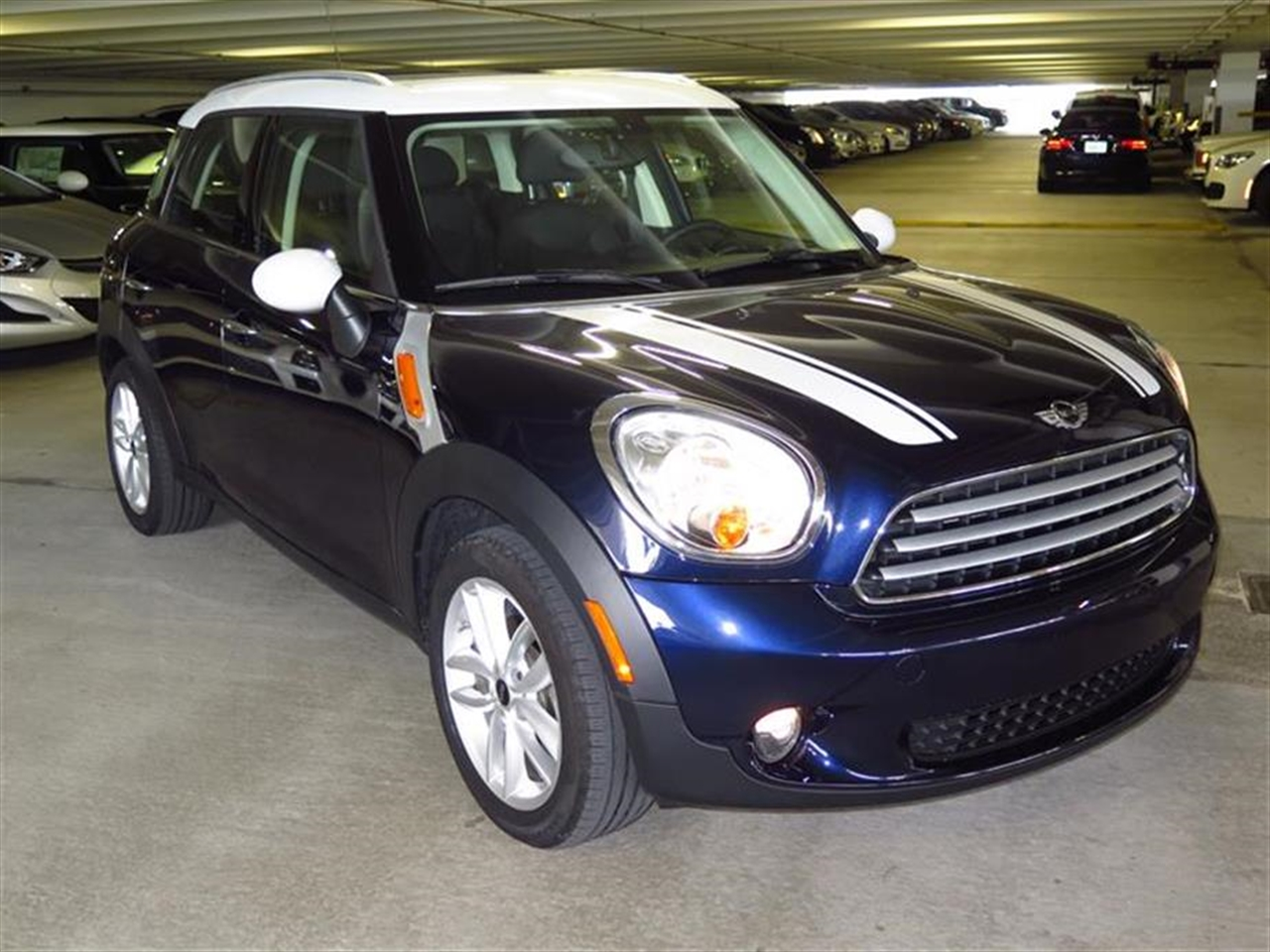 2013 MINI COOPER COUNTRYMAN FWD 4dr 29876 miles 2 front cup holders 3 12V pwr outlets 3 r