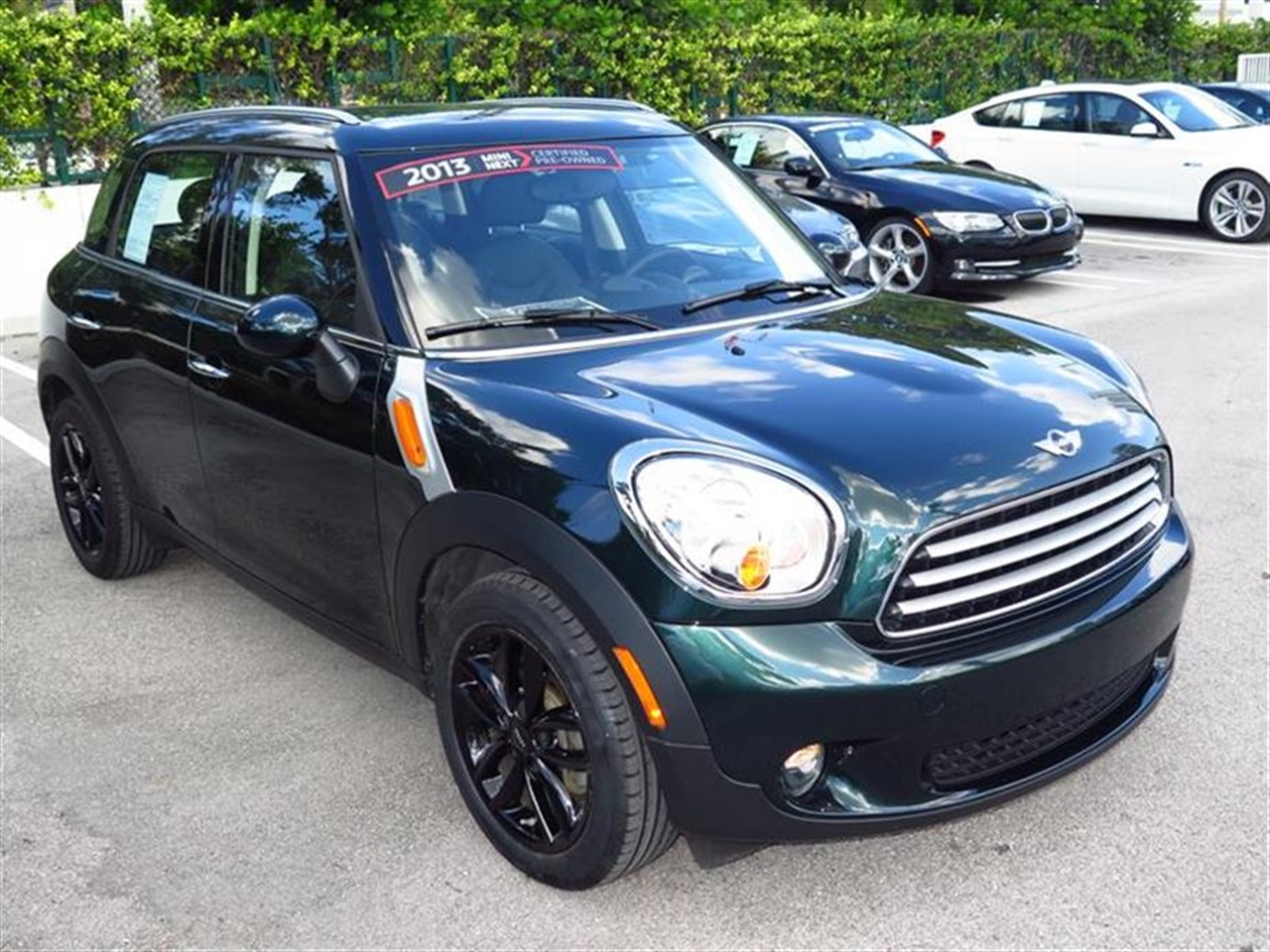 2013 MINI COOPER COUNTRYMAN FWD 4dr 14467 miles 2 front cup holders 3 12V pwr outlets 3 re