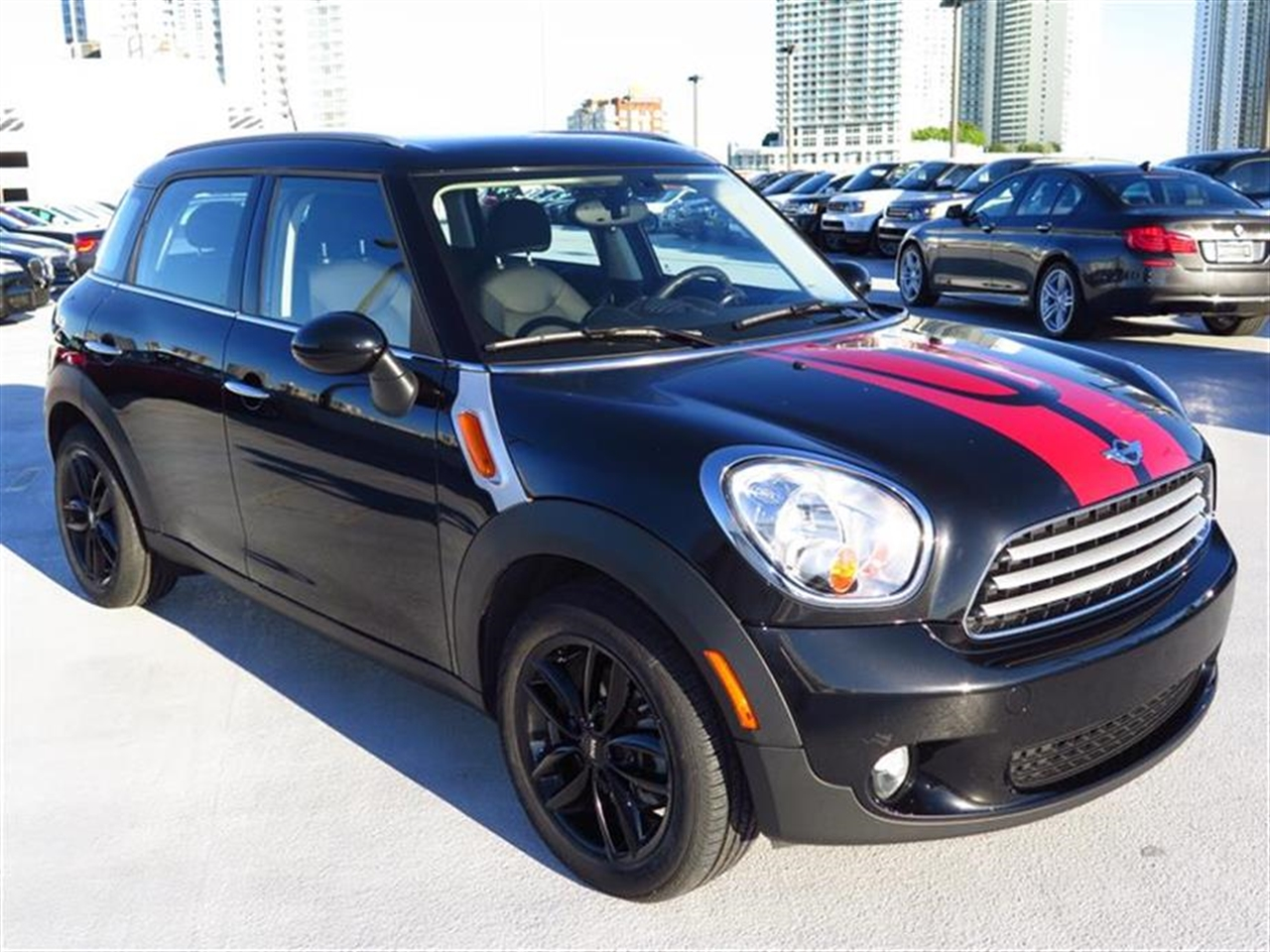 2013 MINI COOPER COUNTRYMAN FWD 4dr 31533 miles 2 front cup holders 3 12V pwr outlets 3 re