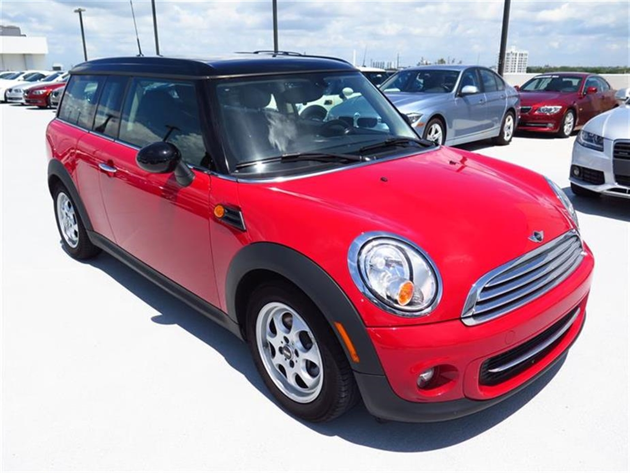2013 MINI COOPER CLUBMAN 2dr Cpe 13149 miles 1 rear cup holder 2 12V pwr outlets 5050 split
