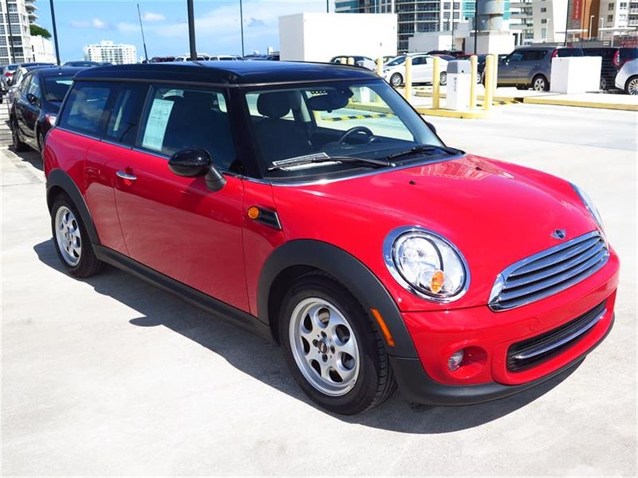 2013 MINI COOPER CLUBMAN 2dr Cpe 12838 miles 1 rear cup holder 2 12V pwr outlets 5050 split