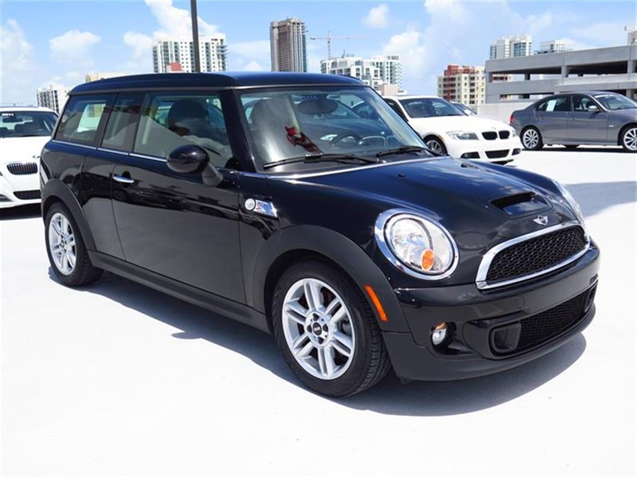 2013 MINI COOPER S 2dr Cpe S 14822 miles 1 rear cup holder 2 12V pwr outlets 5050 split fo