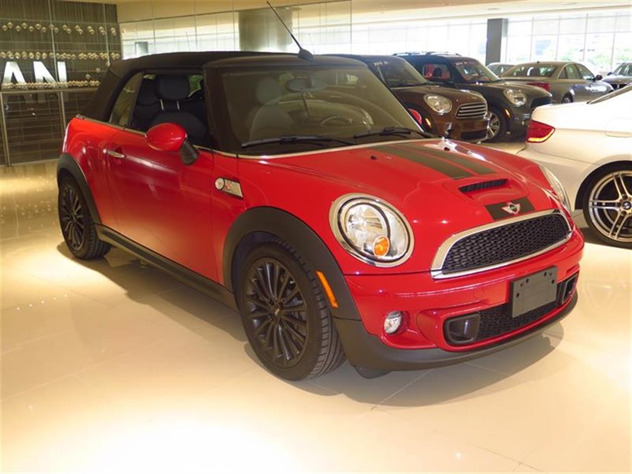 2013 MINI COOPER S 2dr S 19498 miles 2 front1 rear cupholders 12V auxiliary pwr outlet in co
