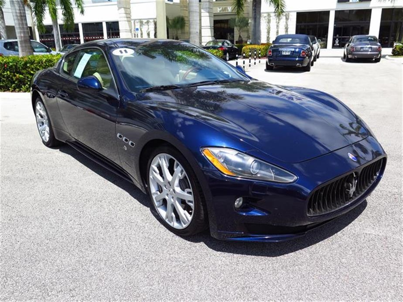 2011 MASERATI GRANTURISMO 2dr Cpe GranTurismo S 7026 miles 3-spoke black leather sports steering w